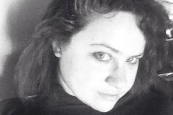 Poet Claire Meadows headshot