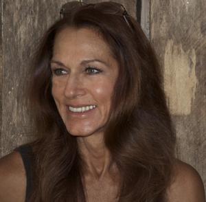 Headshot of artist Cher Pruys